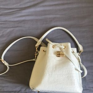 Samantha Thavasa bucket bag